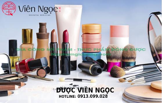 Một số sản phẩm hóa mỹ phẩm quen thuộc đang được các chị em phụ nữa ưa chuộng trên thị trường.