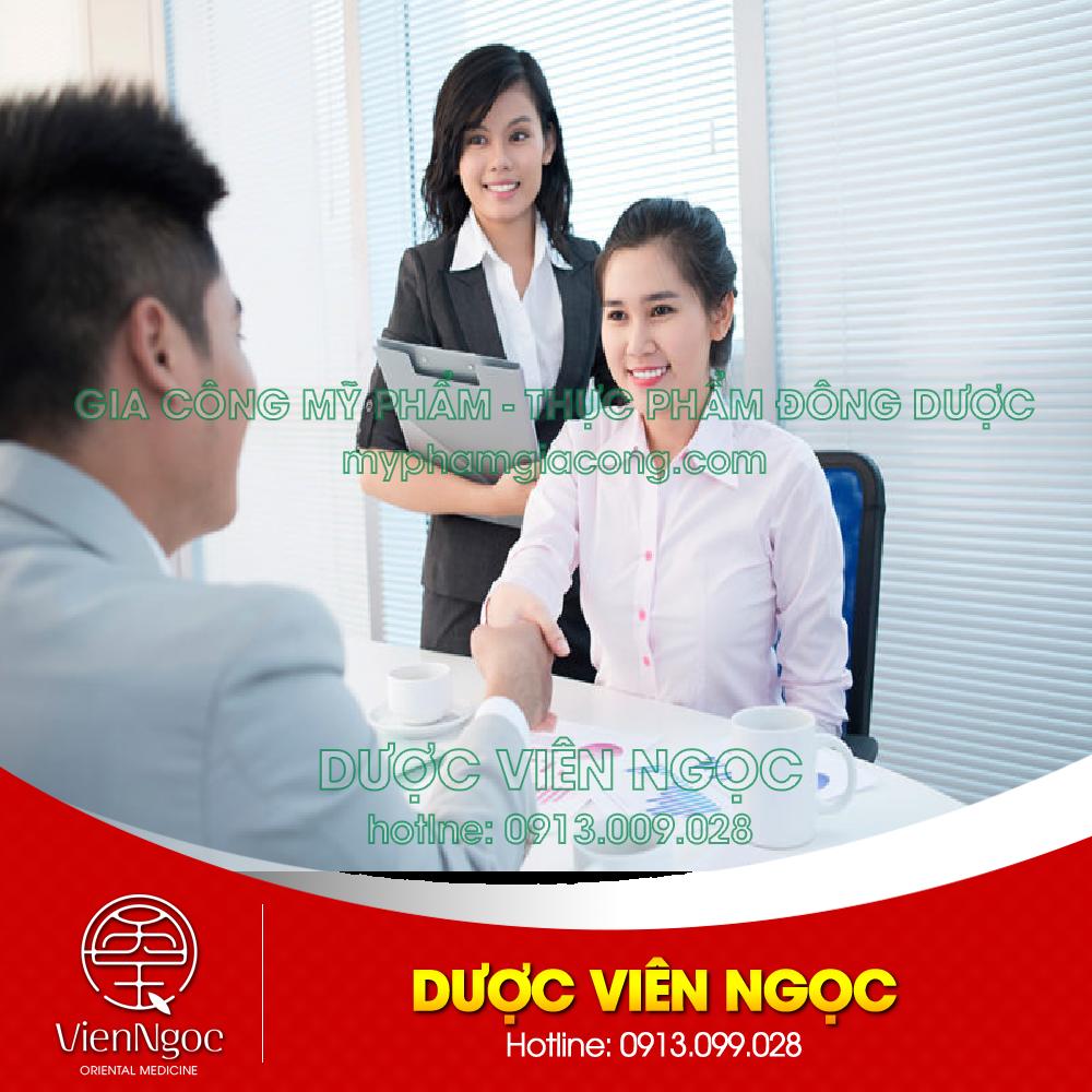 Đội ngũ nhân viên tu vấn nhiệt tình cho khách hàng